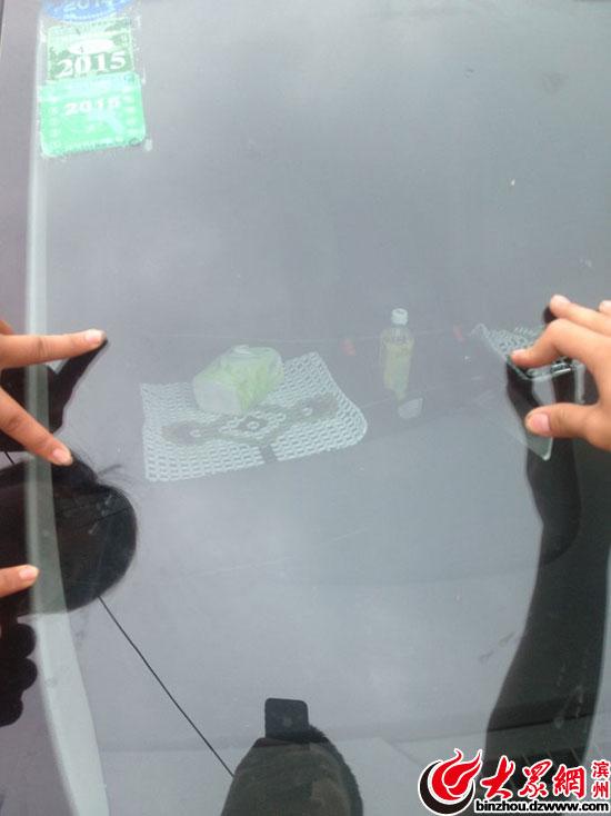 现代朗动玻璃现裂痕 是否质量问题4s店厂家态度不一