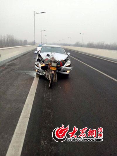 偶遇车祸一男子昏