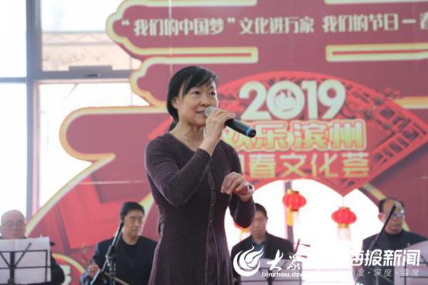 演职人员合影留念    大众网滨州·海报新闻2月16日讯(记者 张爽)2