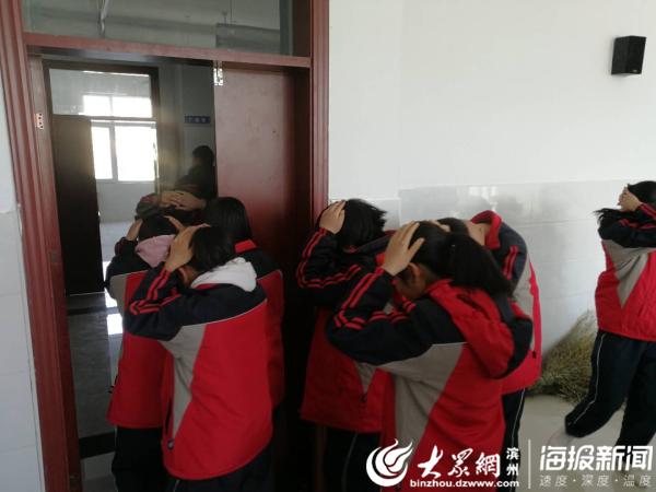 阳信县金阳街道中学开展防震应急安全演练活动