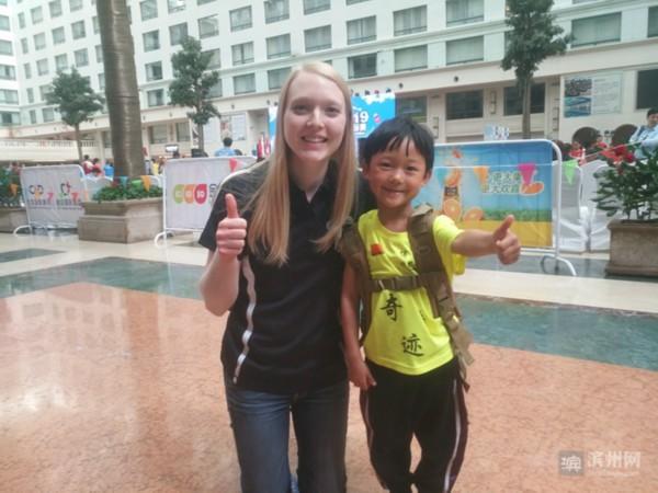 阳信5岁小朋友温杰勇夺亚洲叠杯运动大奖