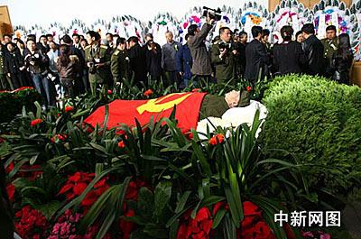 毛岸青追悼会在北京八宝山举行