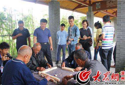 老人们在打麻将娱乐(王君彩摄)_副本.jpg